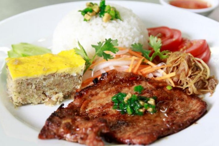 TOP 10 MUST TRY VIETNAMESE DISHES IN SAIGON | Lune Production