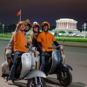Tour trải nghiệm Vespa tại Hà Nội